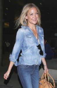 Kate Hudson's chambray button-up shirt with a camel handbag is the perfect choice for a beer hall.