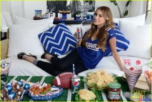 Sofia Vergara's Giants jersey is the perfect choice on football Sunday.